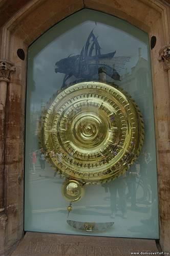 Часы с саранчой