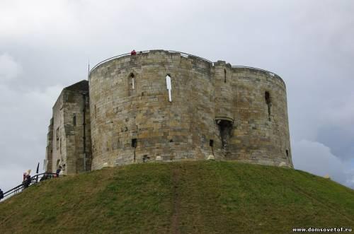 остатки римской крепостной стены в Англии