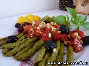 Салат из спаржи и красного перца