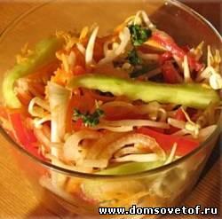 Овощной салат с мятным соусом