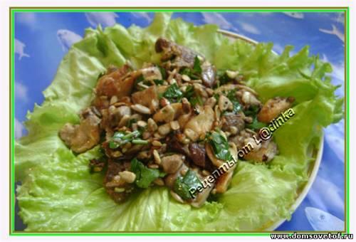 Салат с грибами и семечками