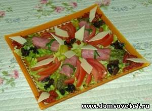 Салат из спаржи и рулетиков бекона