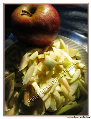 Творожный рулет с яблоками