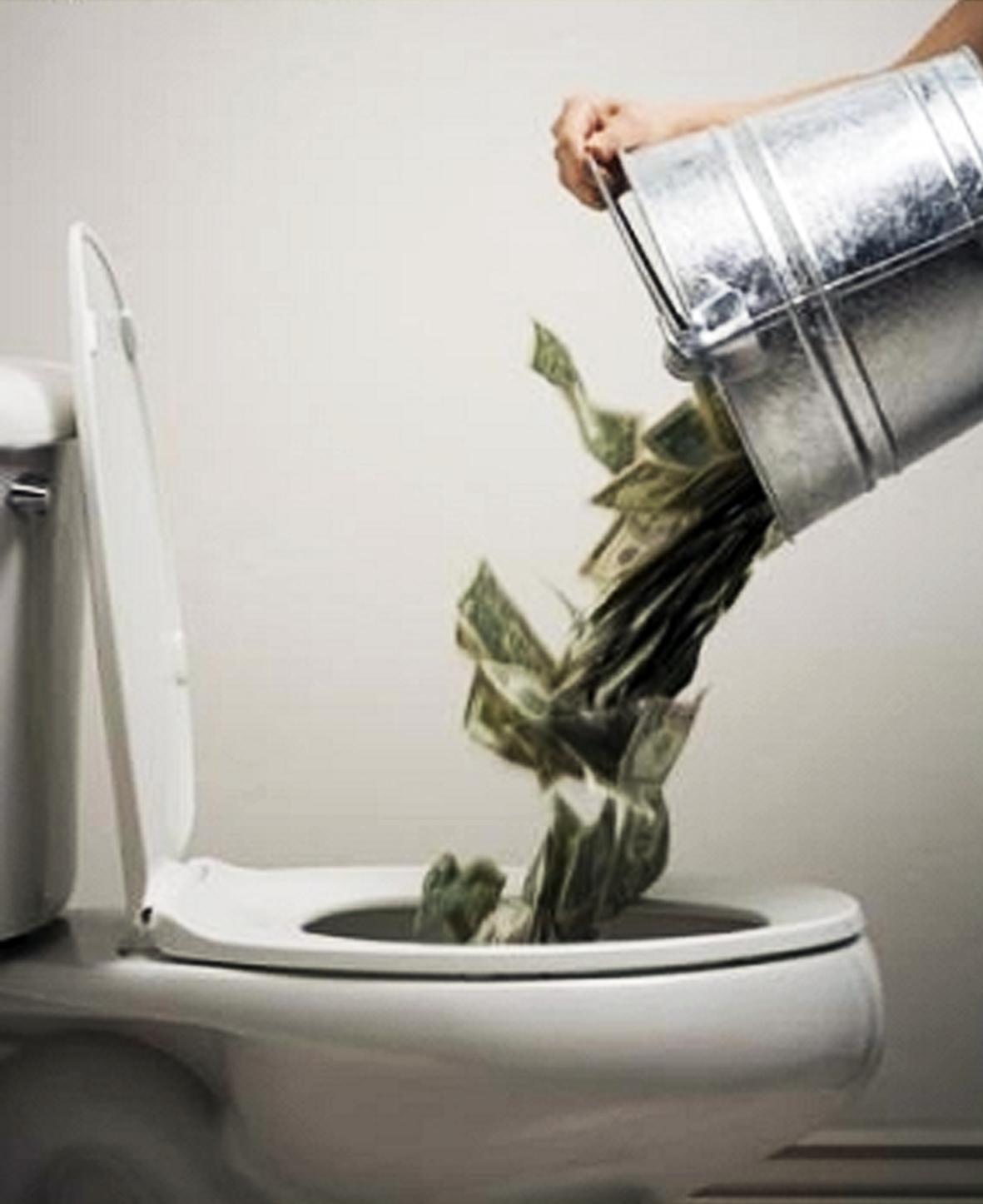 Если в унитаз упал рулон туалетной бумаги