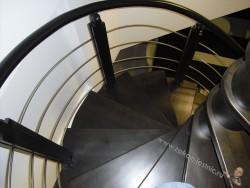 Черная винтовая лестница