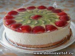 Бисквитный торт с суфле и фруктами