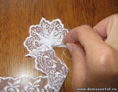Как сделать цветок из кружева 106
