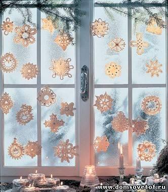 Украшение окон дома на новый год снежинками