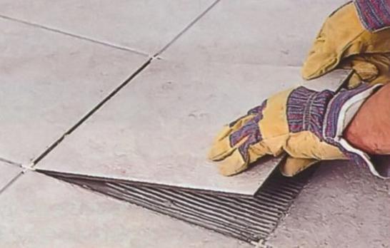 Как ровно положить плитку на пол своими руками