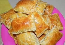 Полезный совет : Рецепт приготовления пирожков из слоеного теста с зеленым луком, сыром и ветчиной