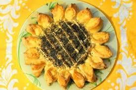 Полезный совет : Рецепт приготовления пирога «Подсолнух» с фаршем