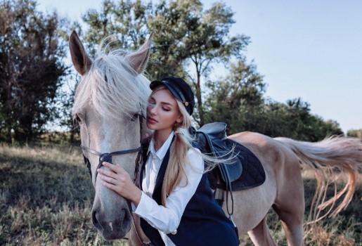 подарок - конная прогулка